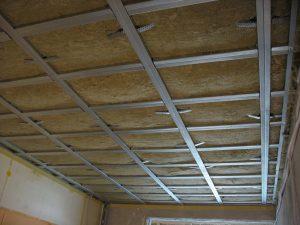 Установка звукоизоляции потолка – какую систему выбрать