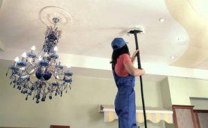 Чем мыть натяжные потолки глянцевые без разводов