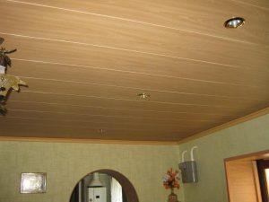 Обшивка потолка МДФ-панелями
