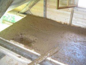 Использование глины с опилками для наружного утепление потолка