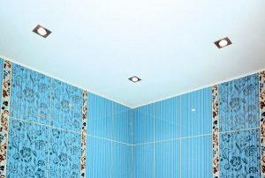 Пример покрашенного потолка в ванной комнате