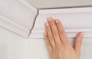 Как резать плинтуса на потолок углы