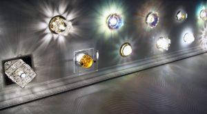 Какие светильники лучше для натяжного потолка