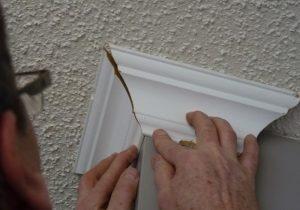 Как сделать плинтуса на потолок