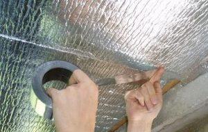 Проклеивание стыков алюминиевым скотчем