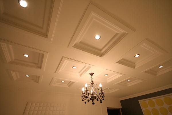 Встроенные светильники в кессонном потолке из гипсокартона