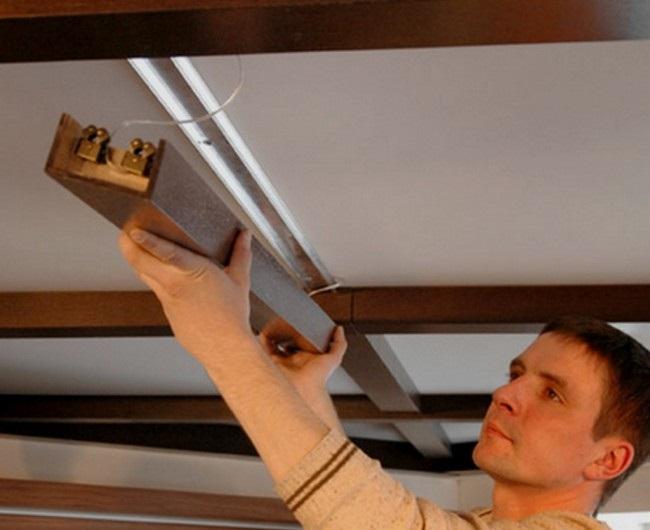 Установка балки на потолок