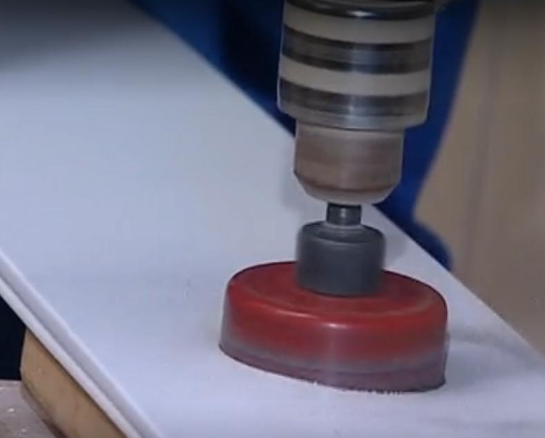 Отверстие для светильников сделайте при помощи фрезы нужного диаметра