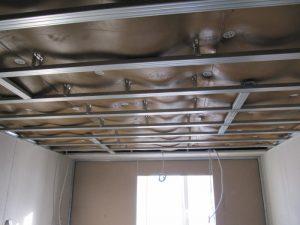 Изоляция потолка под слоем гипсокартона