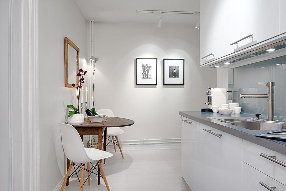 Кухня, полностью окрашенная полуглянцевой краской