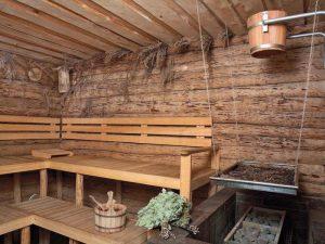 Устройство потолка в бане из бревен