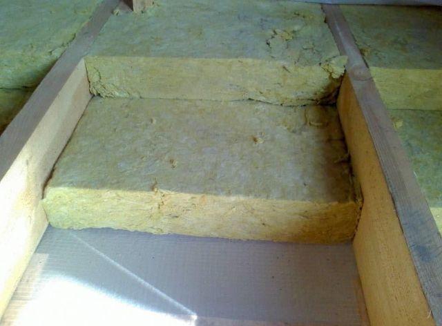 Такой способ, как утеплить потолок минватой, требует минимальных затрат времени