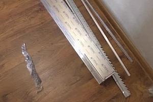 Комплект деталей для реечного потолка приобретён и доставлен к месту проведения работ.