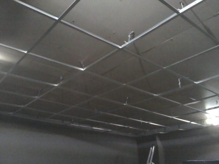 Так выглядит готовый каркас под монтаж подвесного потолка