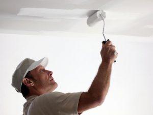 Чем покрасить потолок в квартире - технология покраски