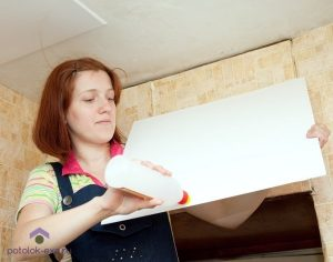 Как поклеить потолочную плитку на неровный потолок