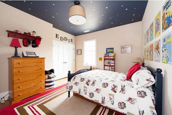 Темный потолок - не лучший вариант для детской комнаты