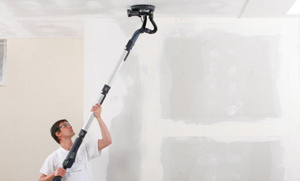 Удаление влагостойкой краски с потолка шлифовальной машинкой
