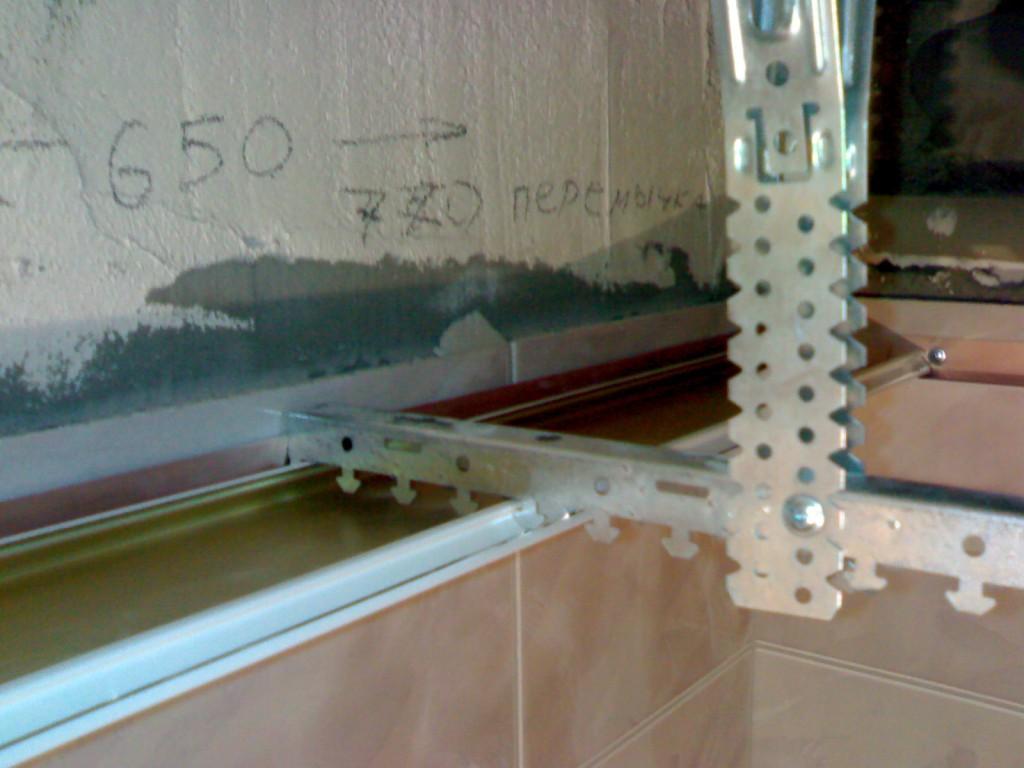 Наглядный пример узла конструкции реечного потолка