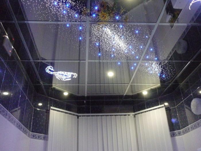 Дизайнерский зеркальный потолок