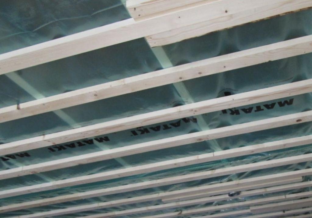 Как класть гидроизоляцию на потолок