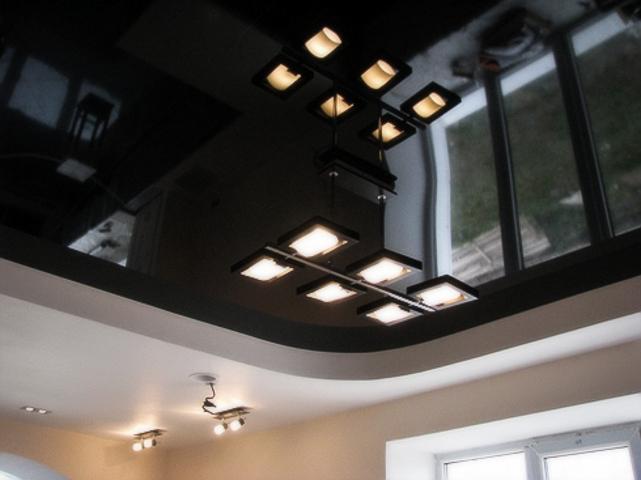 Хорошо работает использование нескольких уровней потолочной конструкции