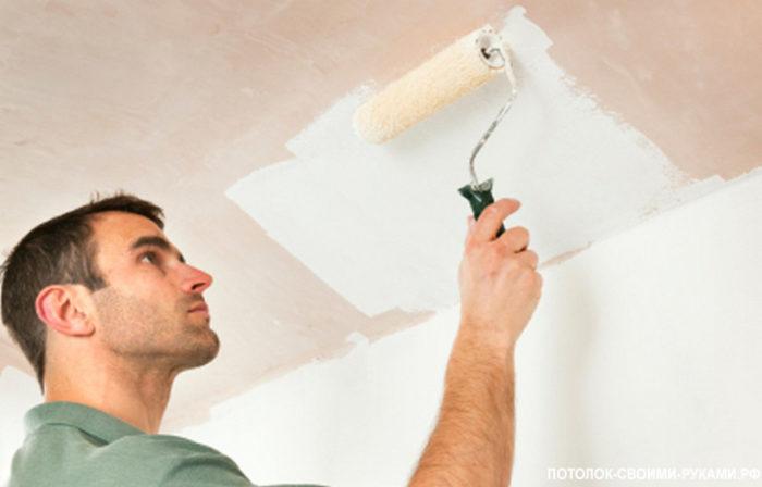 Покраска потолка в туалете