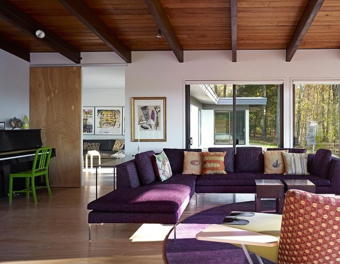 Деревянный потолок с декоративными балками