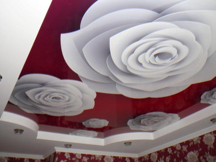 Натяжной потолок 3D с изображением цветов