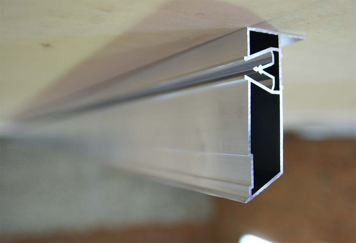 Угловой профиль для двухуровневых натяжных потолков