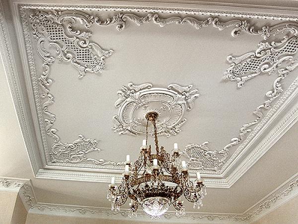 Оформление потолка лепниной