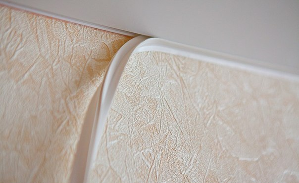 Последний этап - монтаж декоративной маскировочной ленты