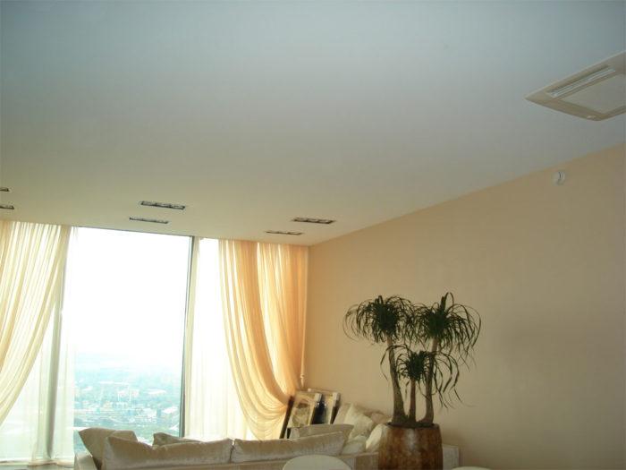 Бесшовный тканевый натяжной потолок