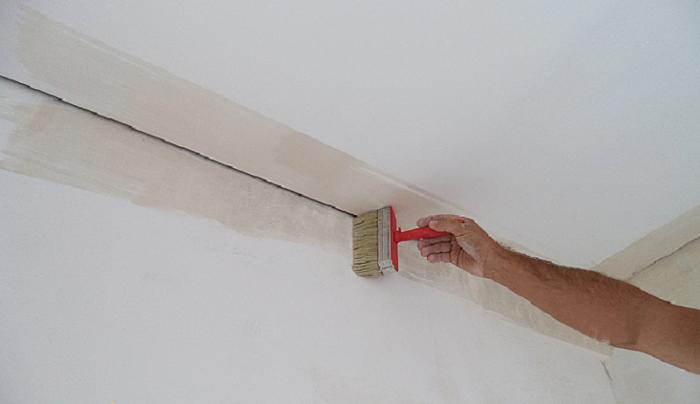 Грунтуем поверхность стен