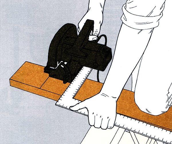 Используем при нарезке досок направляющую - металлический угольник