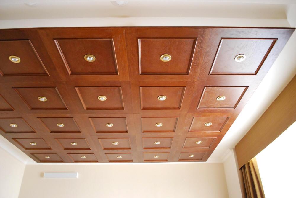 Кассетный деревянный потолок