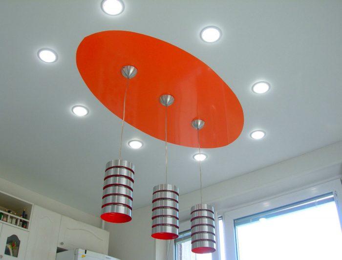 Красиво подобраные плафоны для натяжных потолков