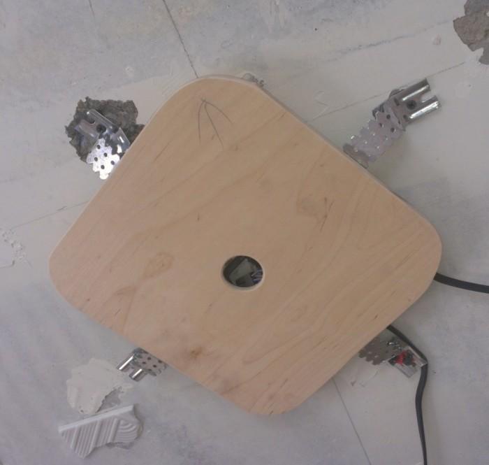 Крепление планки для люстры на потолок