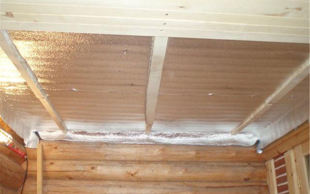 Как класть пароизоляцию на потолок в доме