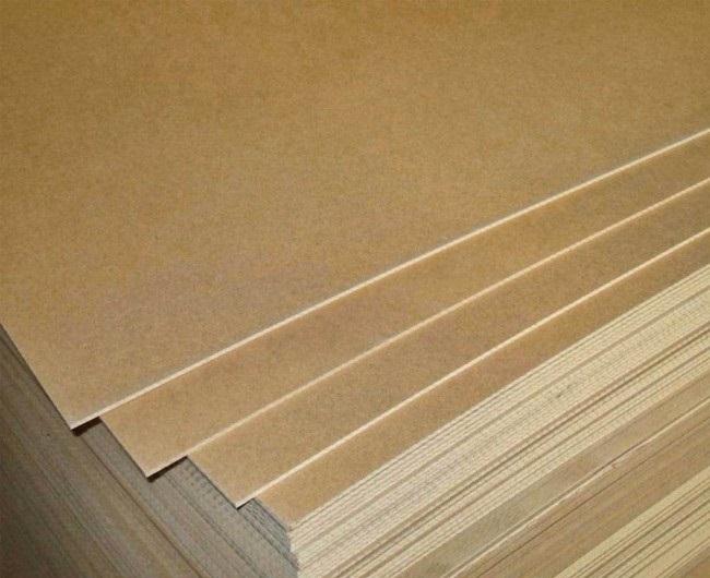 Размеры фанерных листов бывают самые разные, но наиболее ходовые — это 2,44х1,22 м и 1,525х0,725 м. Для отделки потолка достаточно их толщины 4-5 мм