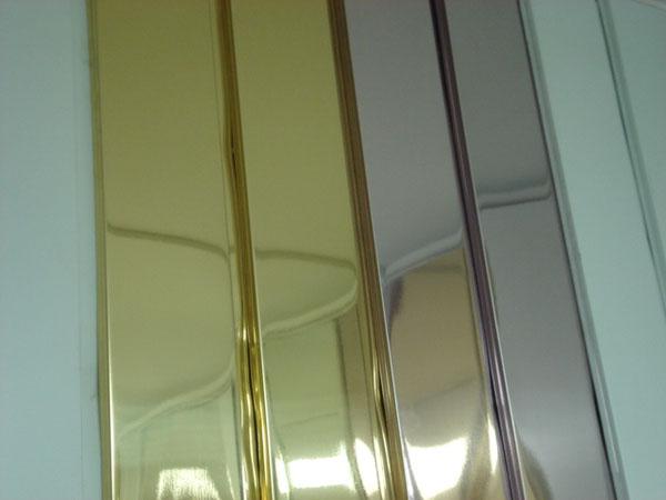 Реечные панели подвесного потолка различной окраски
