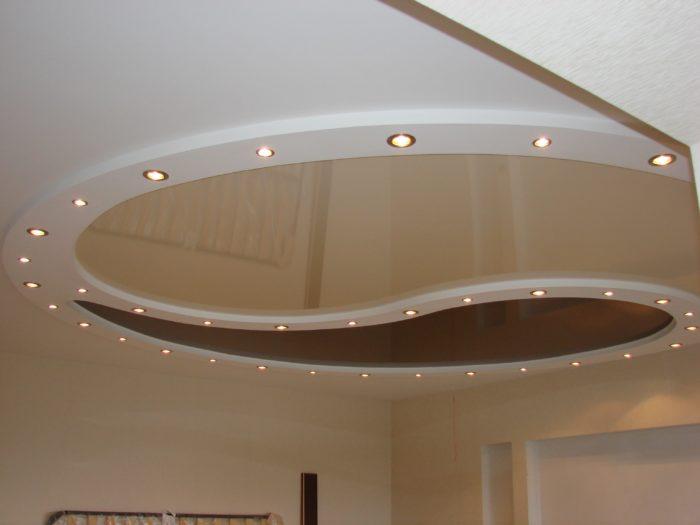 Светильники Экола GX53 на натяжном потолке