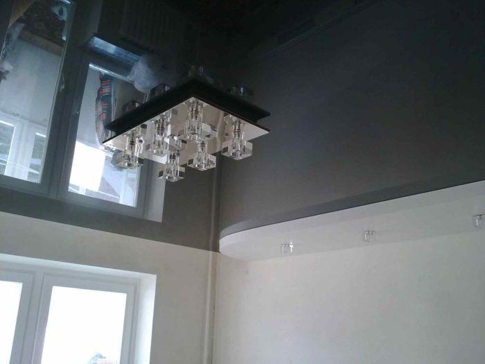 Пример сочетания черного и светлого в интерьере