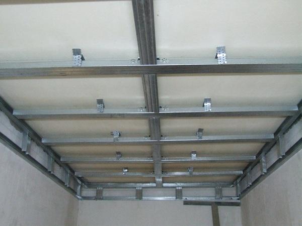 Как делать потолок из гипсокартона