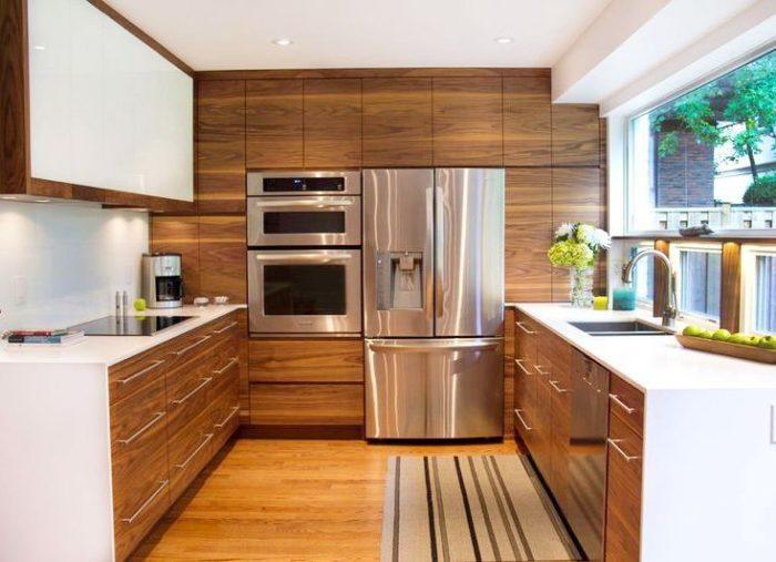 Стильная кухня с натяжным потолком