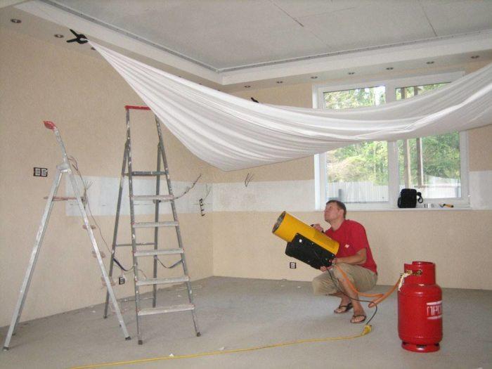 """Прогрев натяжного потолка, подвешенного с помощью """"крокодилов"""""""
