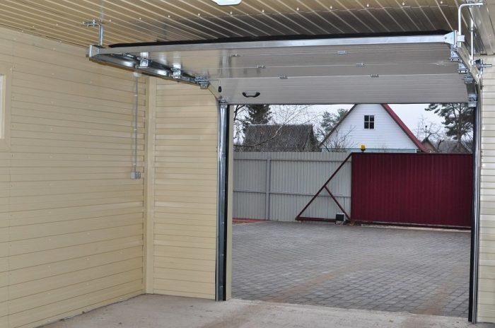 Отделка потолка гаража над секционными воротами