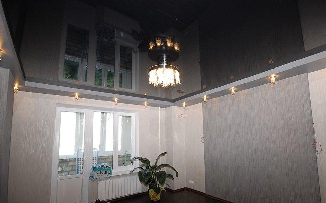 Натяжной черный потолок в интерьере