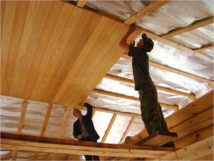 Чем заделать деревянный потолок