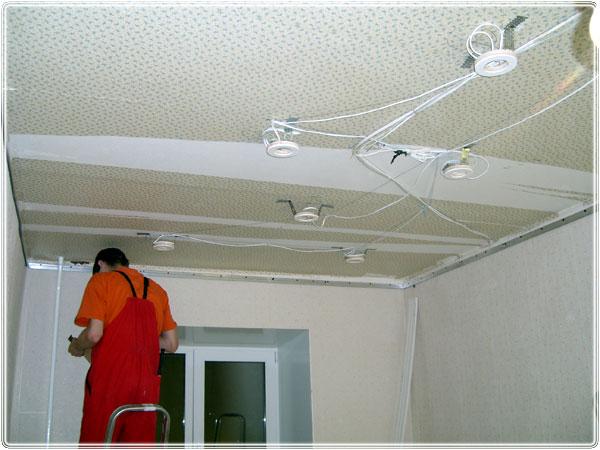 Монтаж электропроводки и монтажных платформ под точечные светильники для натяжного потолка
